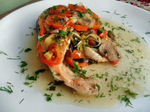 Семга запеченная в овощах