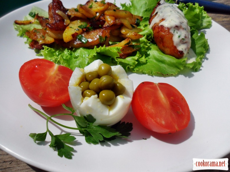 Куриные рулетики с грибами, охотничьей колбаской и сыром