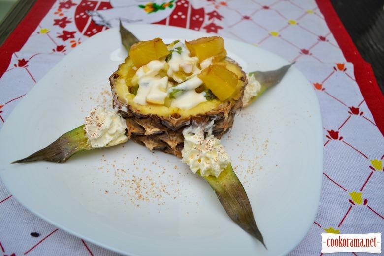 Фруктовый салат, с нежно-алкогольной заправкой, и карамелизованным ананасом