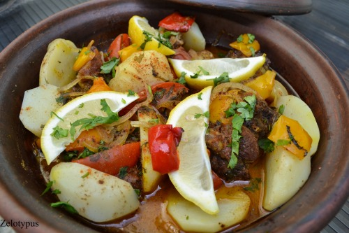 Тажин з бараниною і овочами