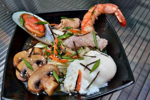 Азиатский суп с лапшой удон и морепродуктами