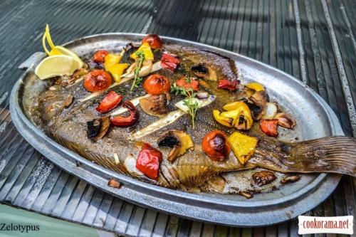 Камбала запеченная с овощами, с маслом тыквенных семян