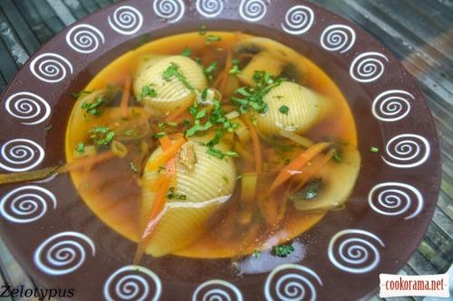 Грибной суп с фаршированными ракушками
