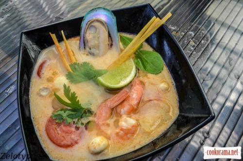 Тайский суп с морепродуктами и кокосовым молоком