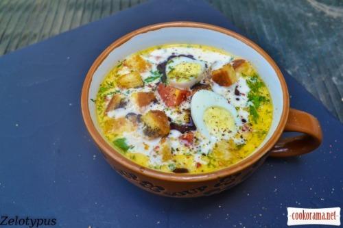 Сливочный суп с курицей, перепелиными яйцами, тыквенным маслом, сухариками