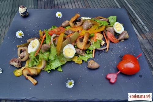 Салат с нежными куриными сердцами, имбирём, перепелиными яйцами, грибами