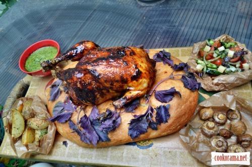 Курица в соусе барбекю, на кавказском лаваше, с запечеными шампиньонами, картофелем с прованскими травами, салатом со свежих овощей с тыквенным маслом