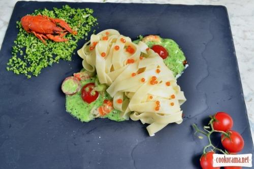 Фетучини с сливочным соусом с донскими раковыми шейками