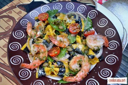Паста-салат с цветными фарфалле и креветкам