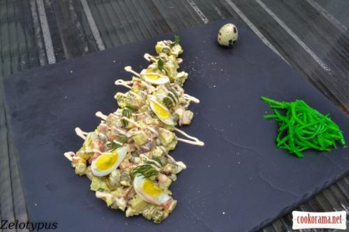 Оливье с копченой курицей и перепелиными яйцами