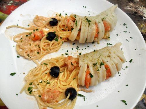 Паста в кальмарі, з креветками і вершковим соусом