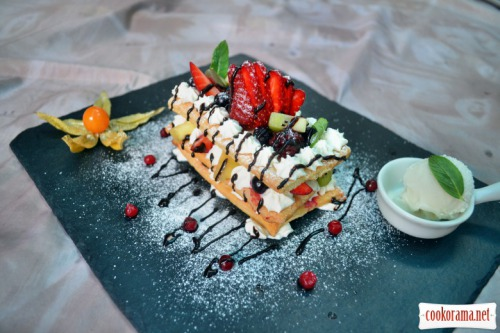 Millefeuille with berries and fruit, with mixed cream and mascarpone