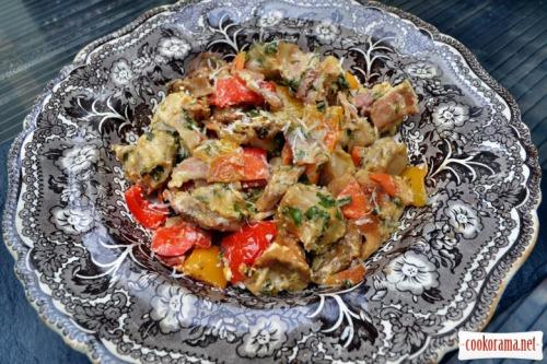 Пельмени запеченные с овощами, белыми грибами, беконом, в пергаменте