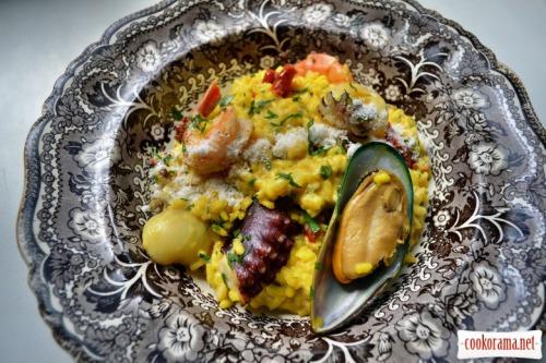 Різотто з морепродуктами, в'яленими томатами і маскарпоне
