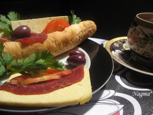Сандвіч з бастурмою і сиром