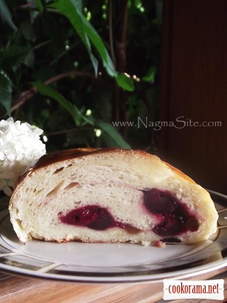 Хлеб С Вишней, Изюмом И Орехами