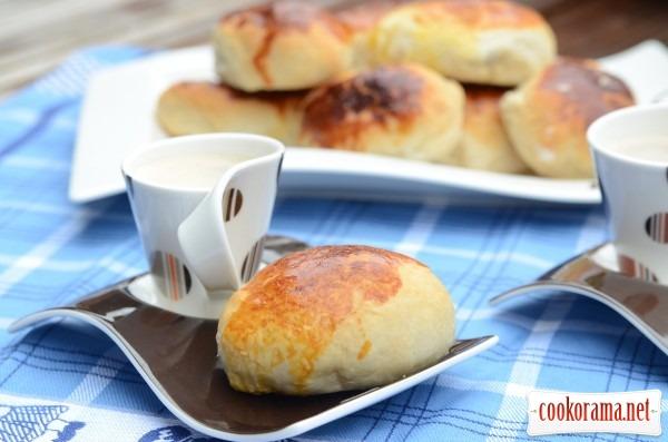 Кофе с пирожками (тесто на кефире)