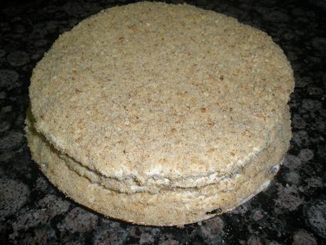 Торт медовий зі згущеним молоком