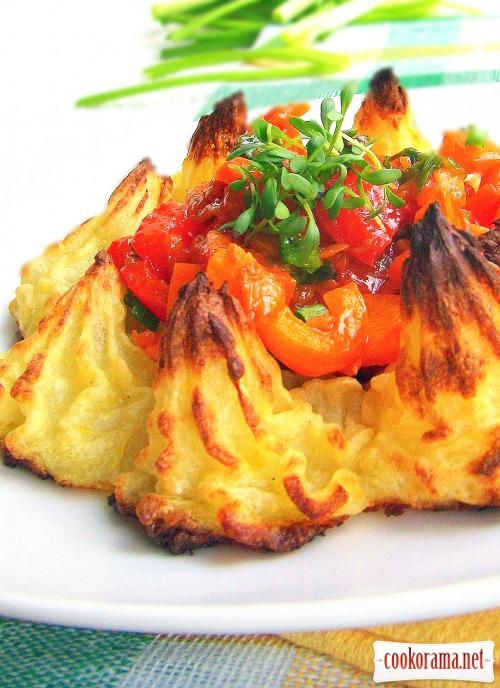 Фаршированные шампиньоны и картофельные розочки
