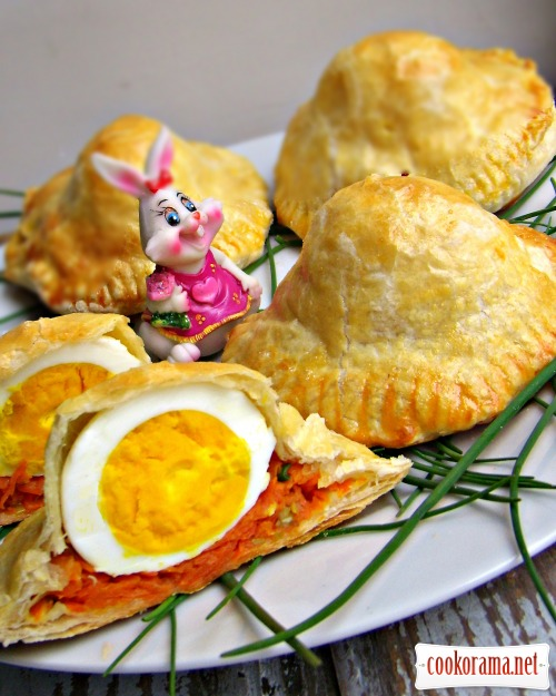 Листкові пиріжки з яйцем