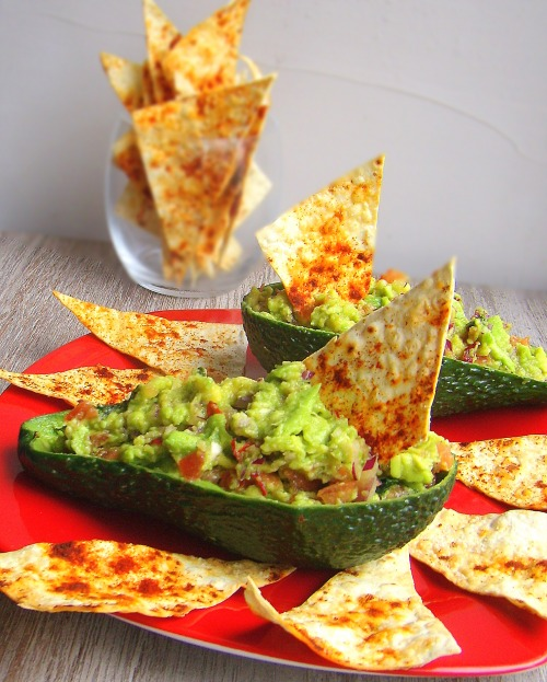Гуакамоле с чипсами из лаваша