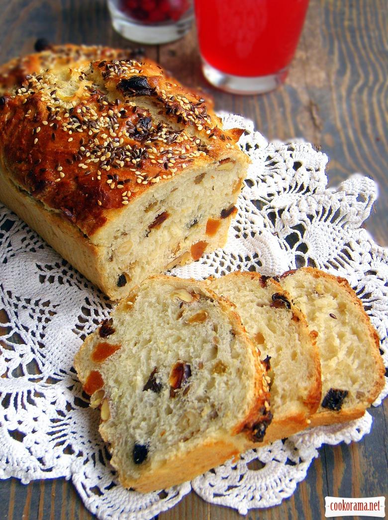 Десертний хліб з сухофруктами і горіхами