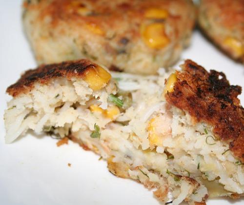 Запіканка з лосося з кукурудзою, картоплею і рисовою локшиною