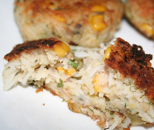 Запеканка из лосося с кукурузой, картофелем и рисовой лапшой