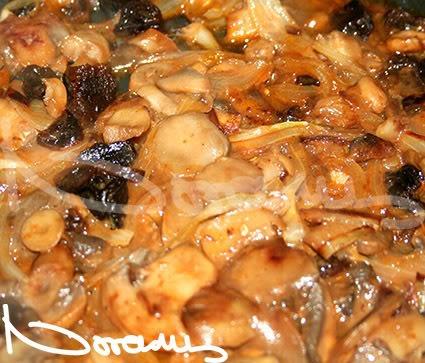 Горячий салат из грибов и чернослива