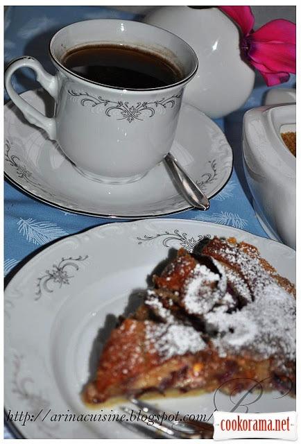 Мигдальний тарт зі сливами і франжипаном