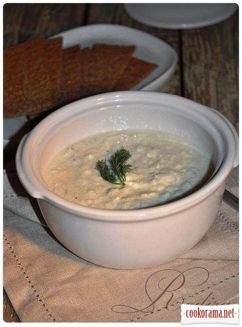 Крем-суп з цвітної капусти з блакитним сиром