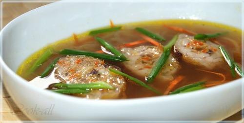 Суп из утиных потрошков с фаршированными крылышками