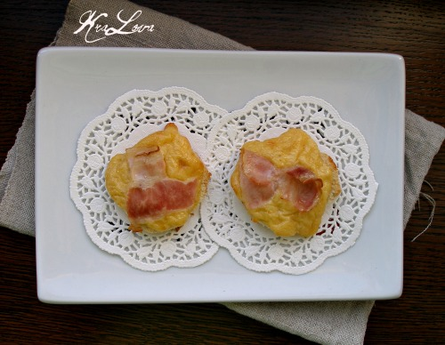 Cheese toasts with bacon