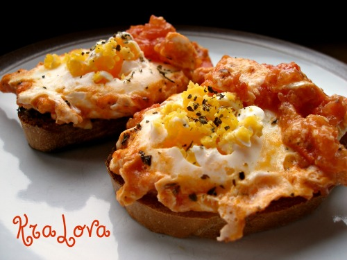 Scrambled eggs with tomatoes - Uova Al Pomodoro