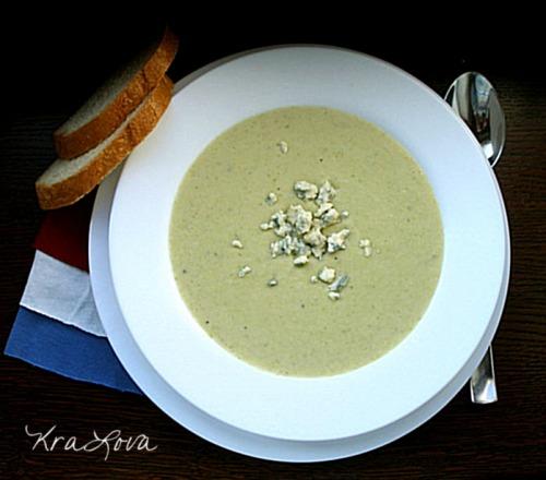 Цибулевий суп-пюре із блакитним сиром