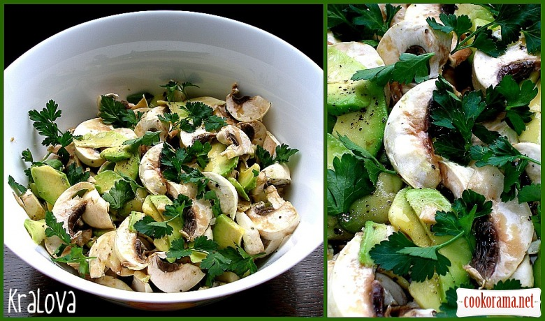 Салат с авокадо и грибами