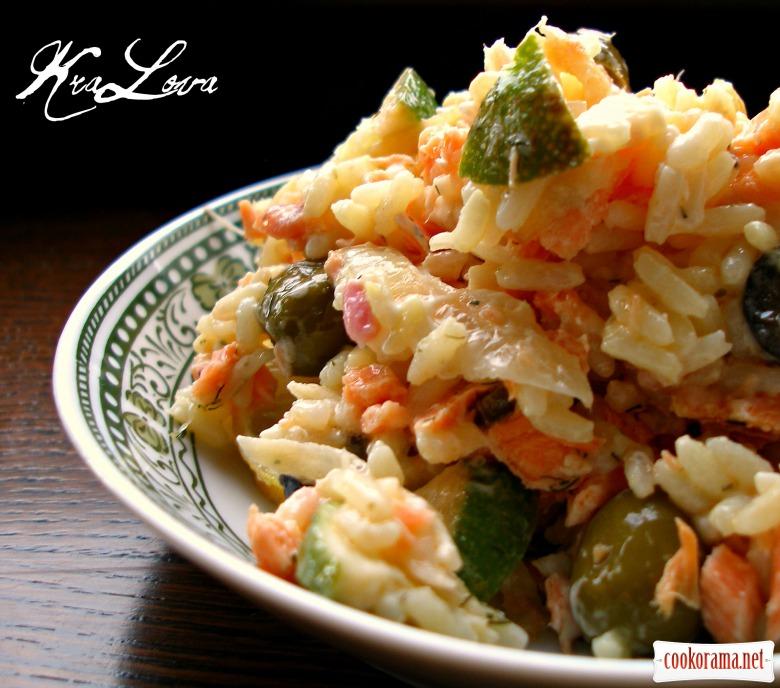 Салат с форелью и рисом