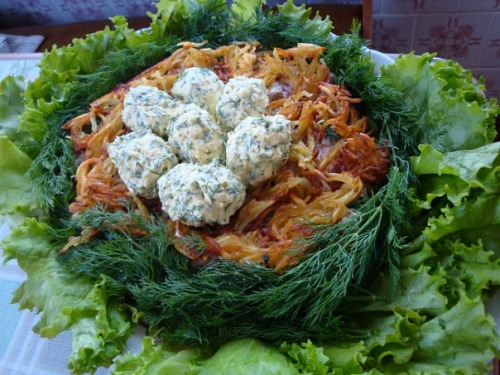Гнездо глухаря с колбасой салат рецепт
