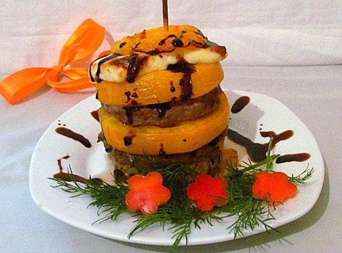 Башенка из помидор с грибами и фаршем