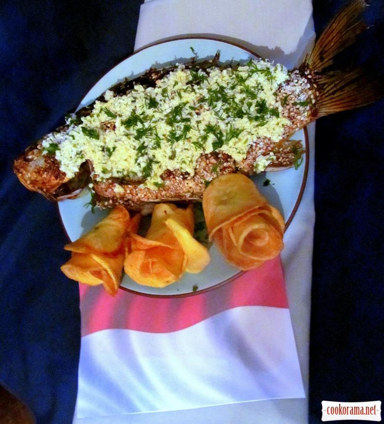 Караси с соусом по-польски и розами на гарнир