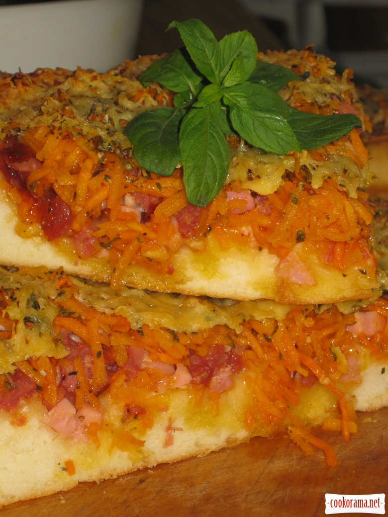 Pizza with carrots in Korean style and ham