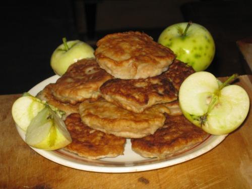 Яблочные оладьи Вкусняшки