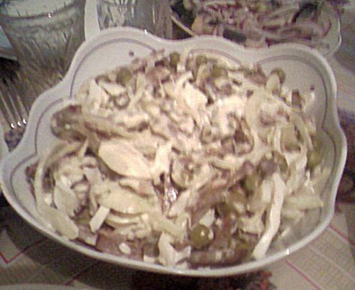 Салат с сердцем и маринованным луком «Мужской каприз»