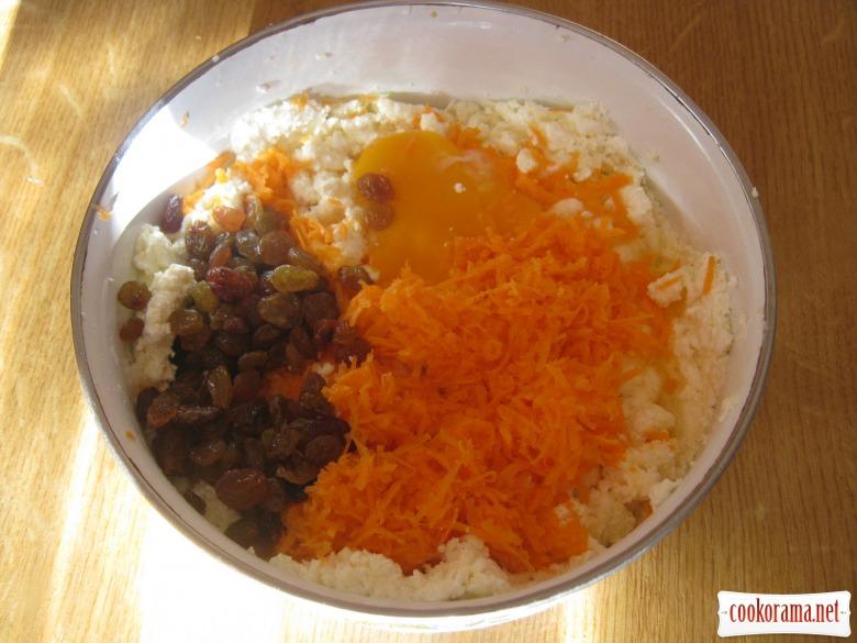 Сирники з морквою та родзинками