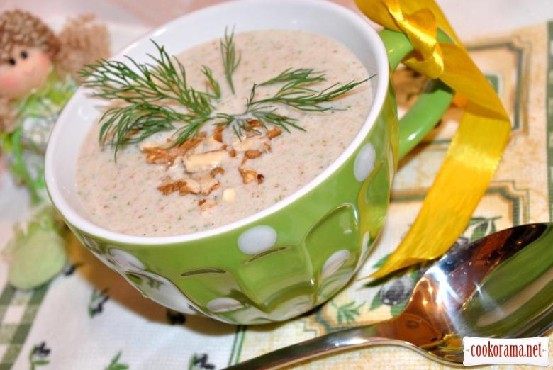 Холодный огуречный суп с орехами