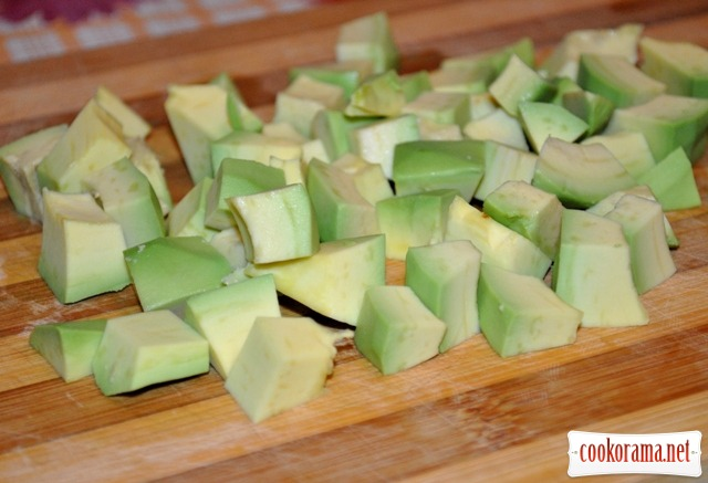 Салат із кавуна, авокадо та фети