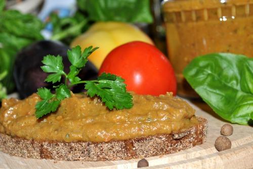 Овощная икра из кабачков и баклажанов