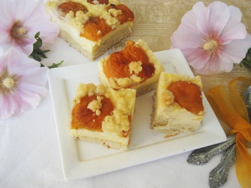 Apricot-curd pie