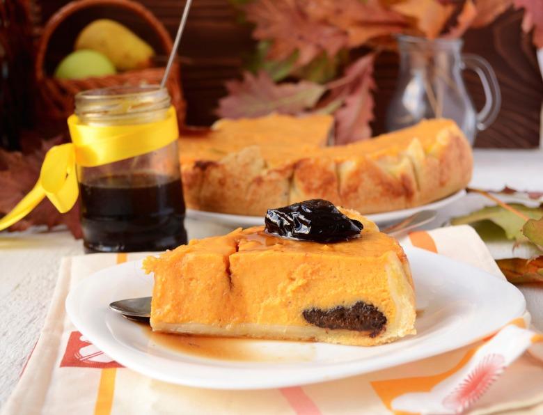 Гарбузовий пиріг з чорносливом в коньяку