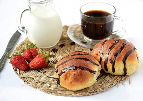 Здобні кокосові булочки з шоколадними краплями
